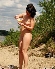 Very flexible girl shows her tight pussy on the beach